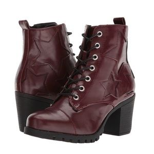 XOXO Chloee red star combat boots size 6 red